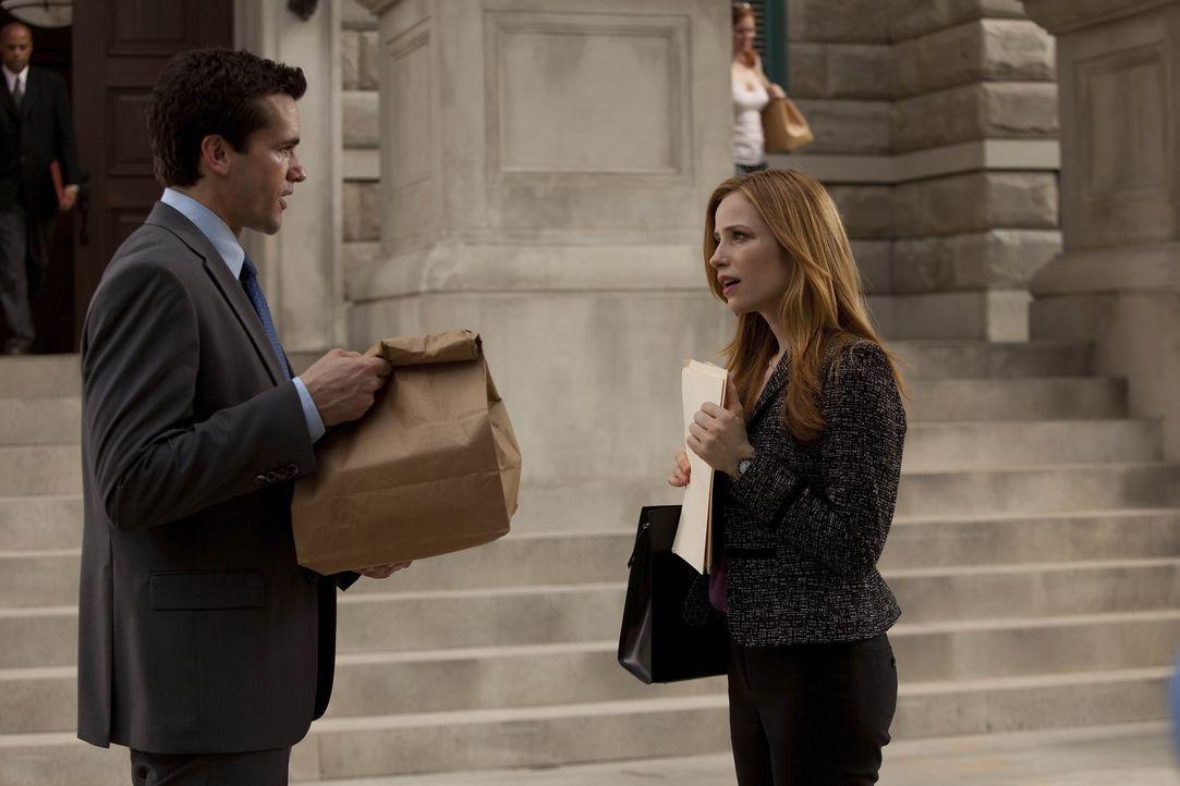 Kommen sich langsam näher: Grayson (Jackson Hurst, l.) und Vanessa (Jaime Ray Newman, r.) ... - Bildquelle: 2009 Sony Pictures Television Inc. All Rights Reserved.