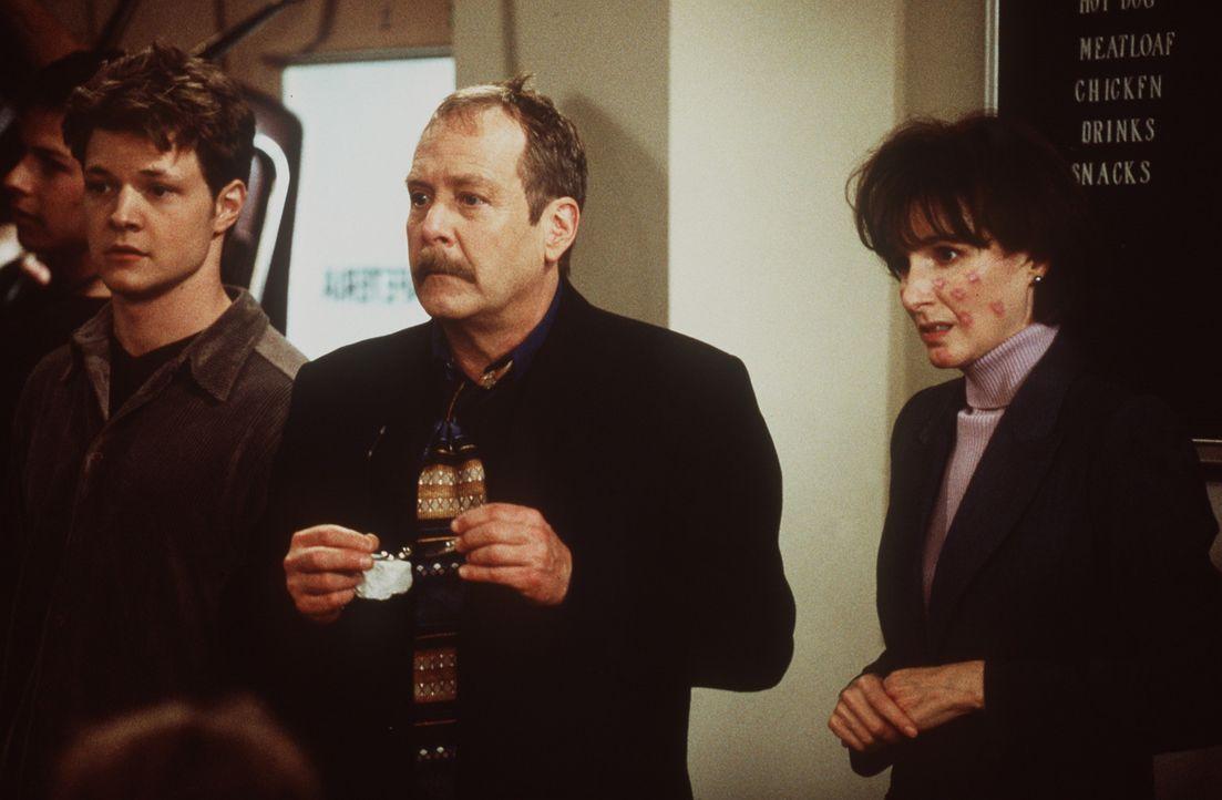 Mr. Kraft (Martin Mull, M.) glaubt nicht, was vor seinen Augen passiert ... - Bildquelle: Paramount Pictures