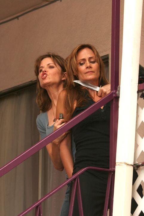 Megan (Diane Farr, r.) wurde von Crystal Hoyle (Kim Dickens, l.) entführt. Don ist außer sich und versucht alles, um Megan zu befreien ... - Bildquelle: CBS International Televison