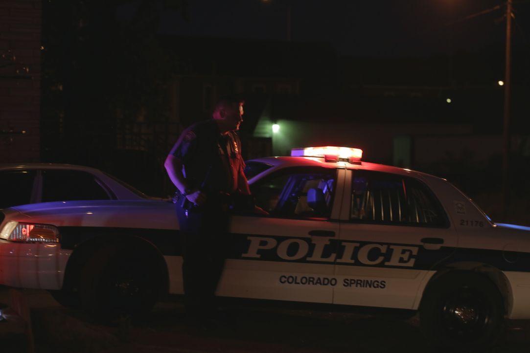 Mord aus Eifersucht: Als die Polizei von Colorado Springs nach dem tödlichen Angriff auf Keith Andrews zum Tatort gerufen wird, verstricken sich die... - Bildquelle: Jupiter Entertainment