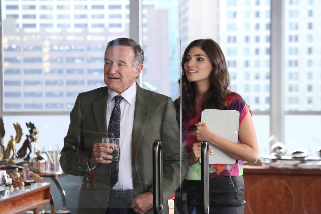 Simon (Robin Williams, l.) ist für einen wichtigen Werbepreis nominiert, doch hat er die Chance, die Trophäe wirklich mit nach Hause zu nehmen? Laur... - Bildquelle: 2013 Twentieth Century Fox Film Corporation. All rights reserved.
