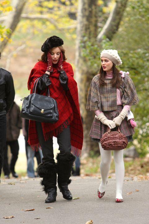 Das plötzliche Auftauchen von Roman bereitet Blair (Leighton Meester, r.) und ihrer Mutter Eleanor (Margaret Colin, l.) keine Freude ... - Bildquelle: Warner Brothers