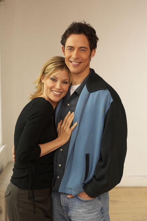 (4. Staffel) - Wird Eds (Tom Cavanagh, r.) Wunsch in Erfüllung gehen und kann er Carol (Julie Bowen, l.) für sich gewinnen? - Bildquelle: TM &   Paramount
