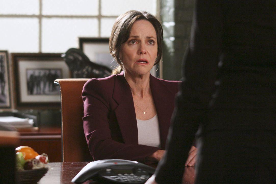 Hat Probleme sich in der Firma zu integrieren: Nora (Sally Field) ... - Bildquelle: Disney - ABC International Television