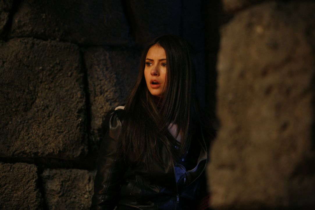 Hätte sich Elena (Nina Dobrev) doch bloß nicht auf den Deal mit Damon eingelassen, denn nun ist sie in der Krypta gefangen ... - Bildquelle: Warner Bros. Television