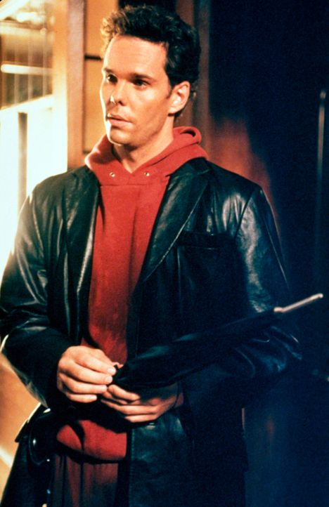 Freut sich für seine Cousine Bernadette: Paul (Kevin Dillon) ... - Bildquelle: CBS Television