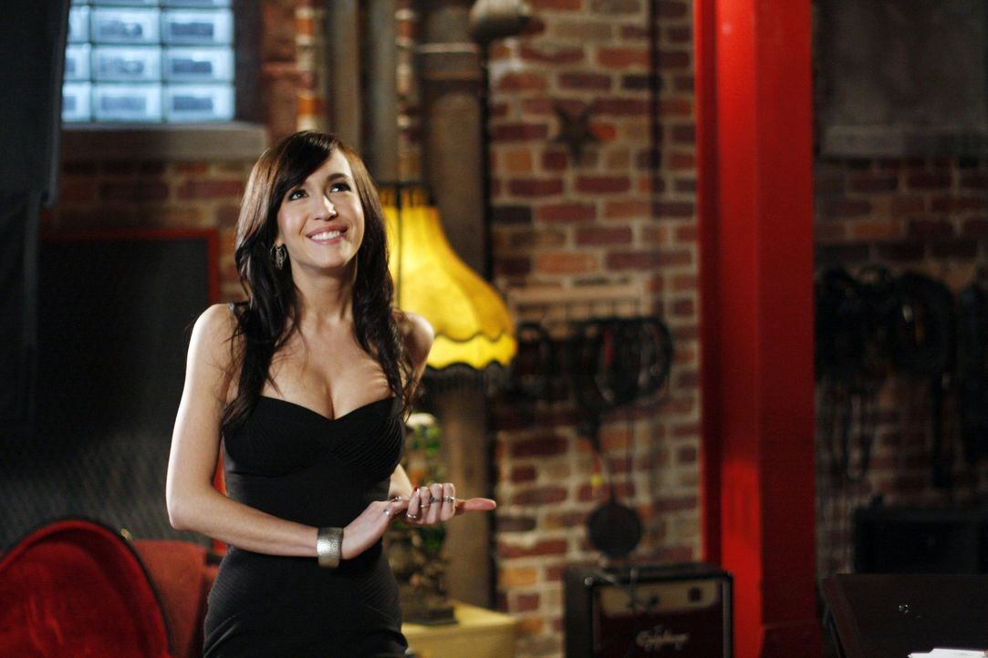 Mia (Kate Voegele) hat ihr erstes offizielles Date mit Chase und ist so aufgeregt, dass sie Nathan und Haley bittet, sie zu begleiten ... - Bildquelle: Warner Bros. Pictures
