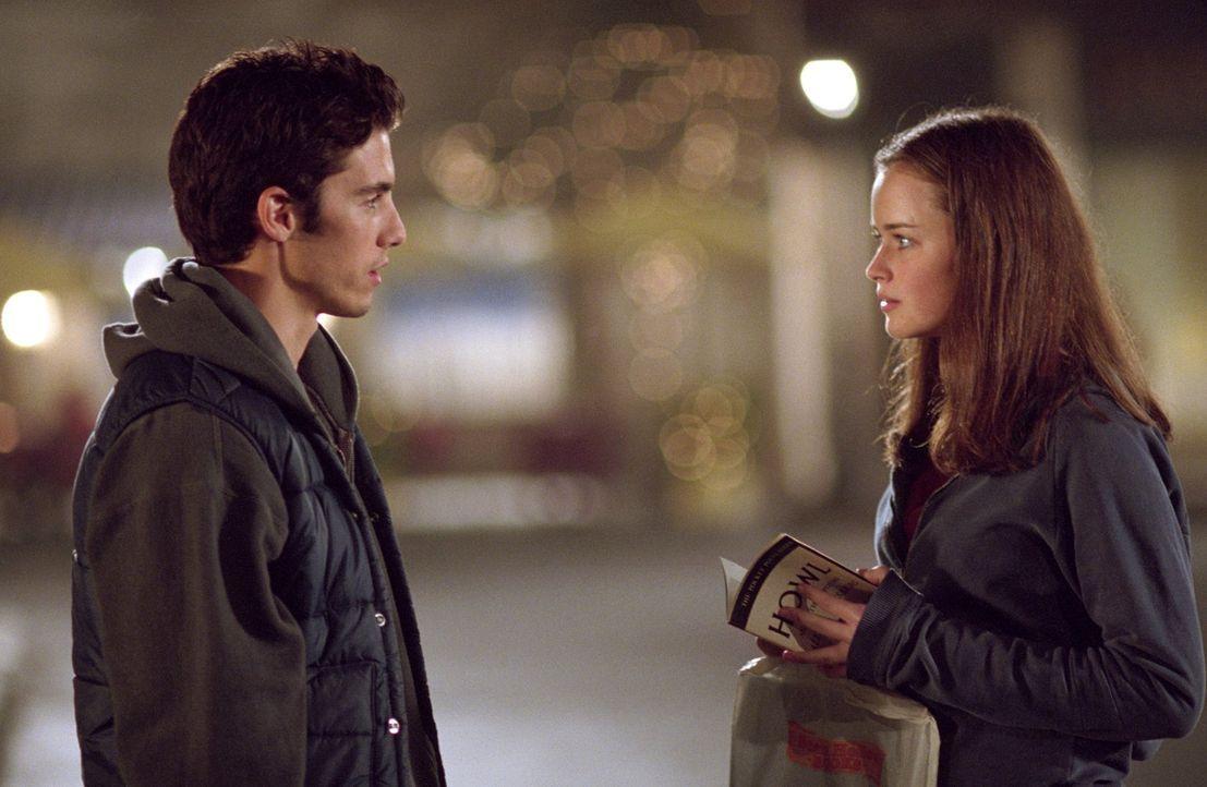 Von seiner Mutter wird Jess (Milo Ventimiglia, l.) nach Stars Hollow zu seinem Onkel Luke geschickt und eigentlich hasst er alles und jeden - bis au... - Bildquelle: 2001 Warner Bros. Entertainment, Inc.
