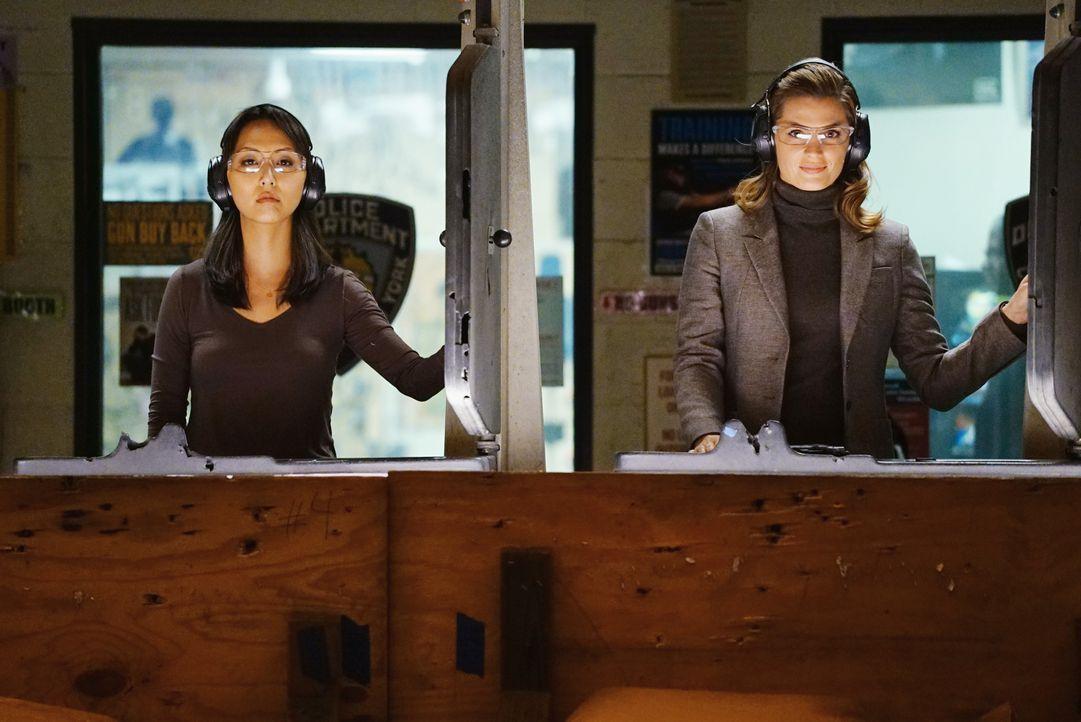 Gerade weil Zhang (Linda Park, l.) eine derartig starke Karrierefrau ist, fühlt sich Kate (Stana Katic, r.) als Versagerin ... - Bildquelle: Richard Cartwright ABC Studios / Richard Cartwright