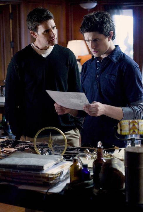 Mit Adam Baylins (J. Eddie Peck, l.) Hilfe findet Kyle (Matt Dallas, r.) heraus, was in der Vergangenheit wirklich mit ihm geschehen ist ... - Bildquelle: TOUCHSTONE TELEVISION