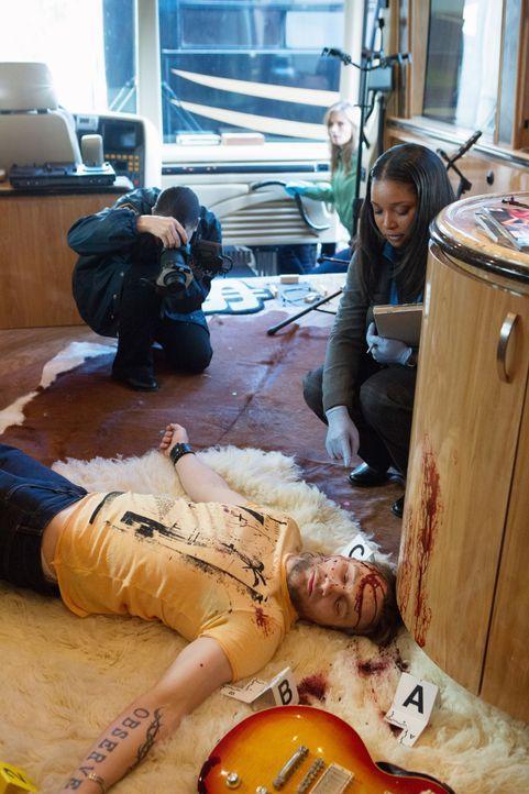 James Swan (Hunter Jackson), Sänger der erfolgreichen Band Holy Shemp, wird ermordet in seinem Tour-Bus aufgefunden. Die Todesursache ist für Lanie... - Bildquelle: 2012 American Broadcasting Companies, Inc. All rights reserved.