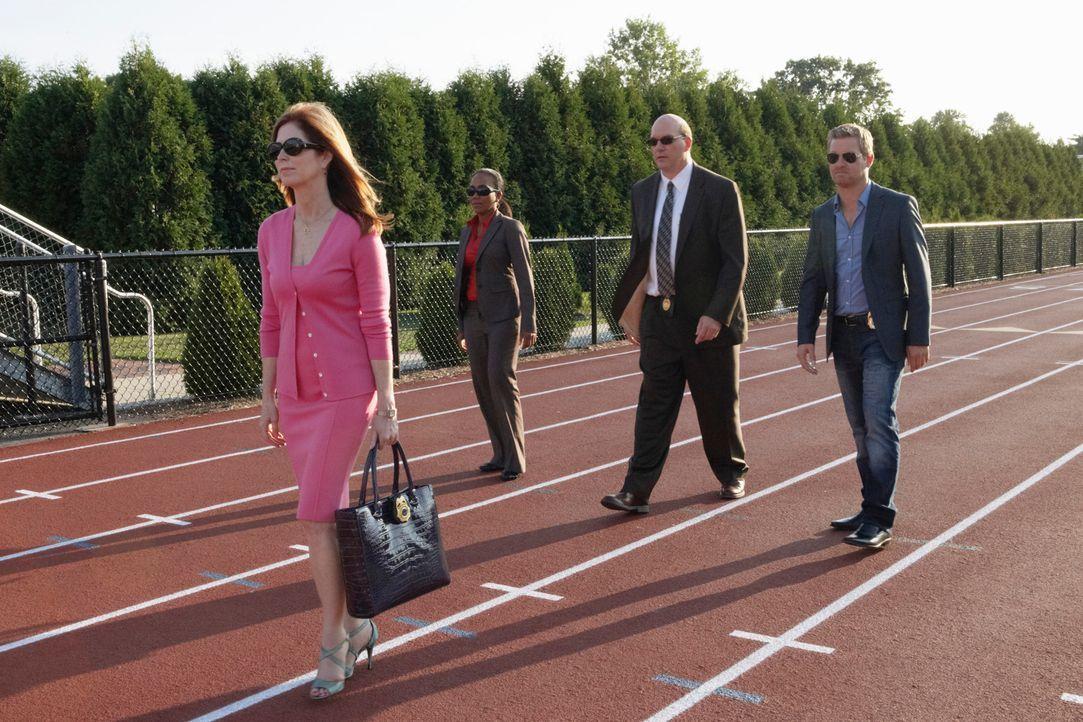Versuchen gemeinsam ein Verbrechen aufzuklären: Megan (Dana Delany, l.), Peter (Nicholas Bishop, r.), Samantha  (Sonja Sohn, 2.v.l.) und Bud (John C... - Bildquelle: ABC Studios