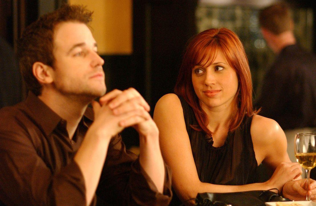 David (Todd Babcock, r.) und Holly (Kristen Miller, l.) sind eigentlich Geschäftspartner, doch die beiden Karrieretypen fühlen sich sofort zueinan... - Bildquelle: 2005 Sony Pictures Home Entertainment Inc. All Rights Reserved.