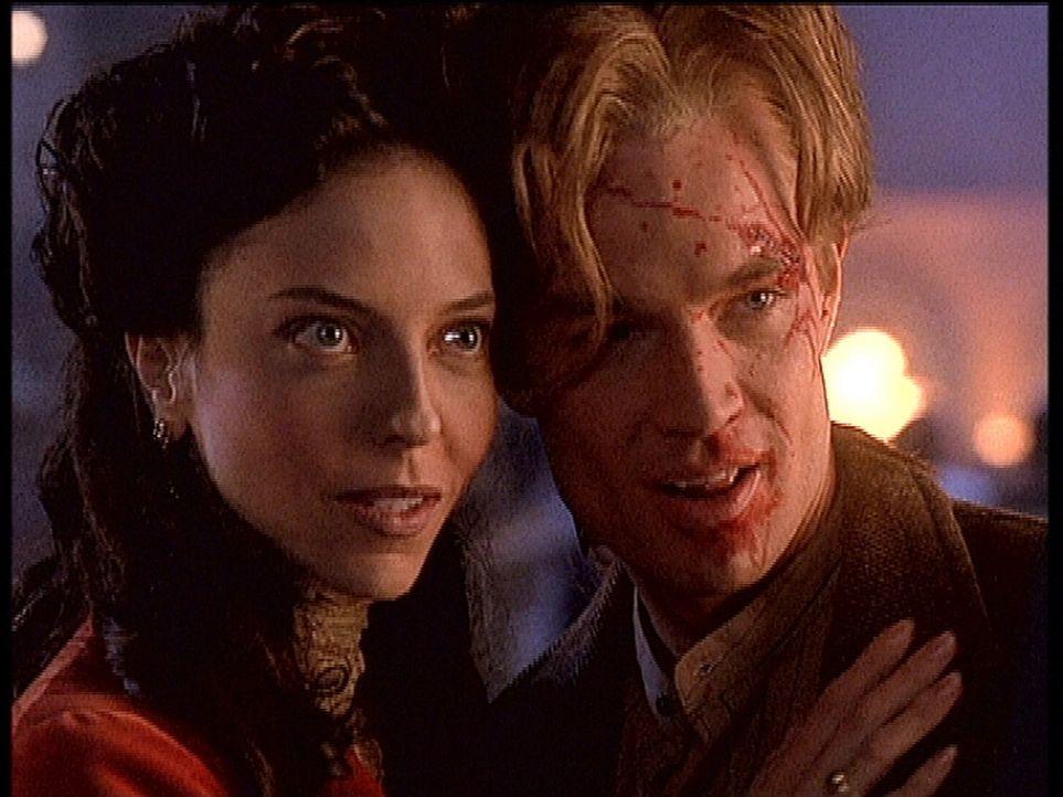 Einst wurde Spike (James Marsters, r.) von Drusilla (Juliet Landau, l.) zum Vampir gemacht und zog mit ihr mordend durch die Welt. - Bildquelle: TM +   2000 Twentieth Century Fox Film Corporation. All Rights Reserved.