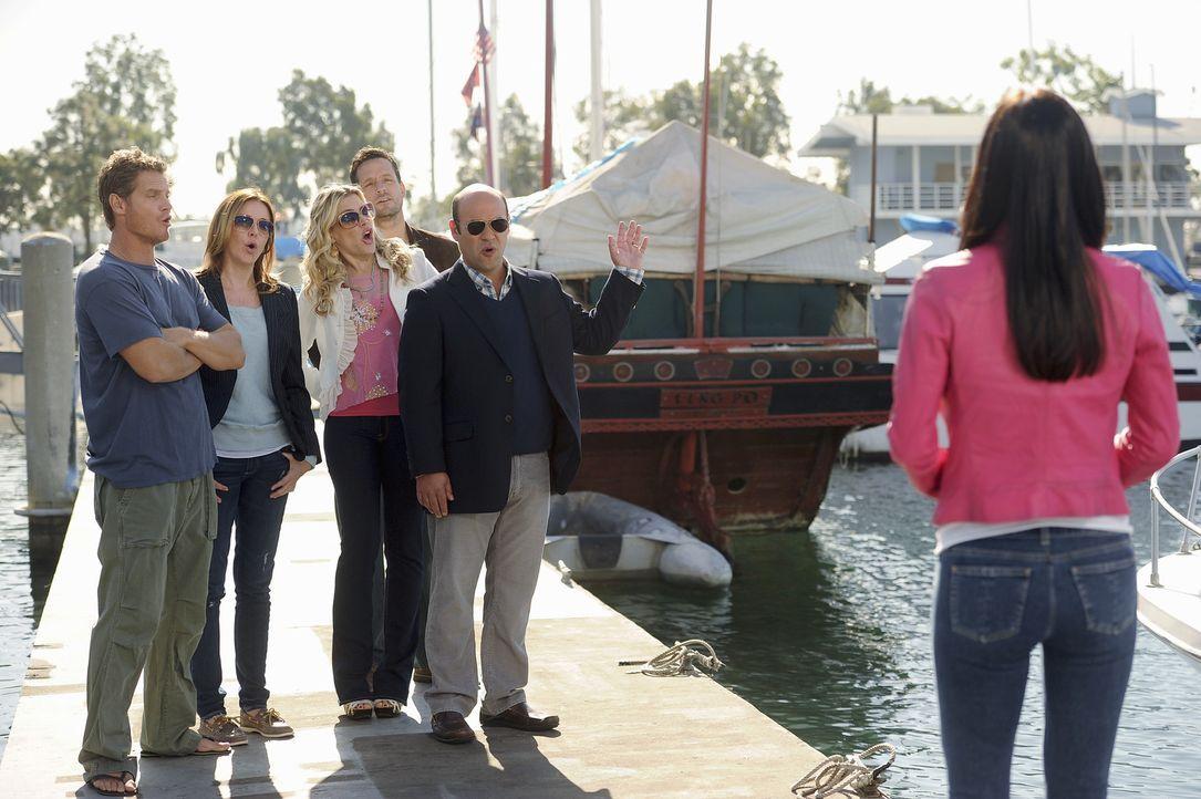 Jules entscheidet sich Bobbys Hausboot seetüchtig zu machen um sein Selbstvertrauen zu steigern. Doch das geht gehörig in die Hose. (v.l.n.r.) Bob... - Bildquelle: 2010 ABC INC.