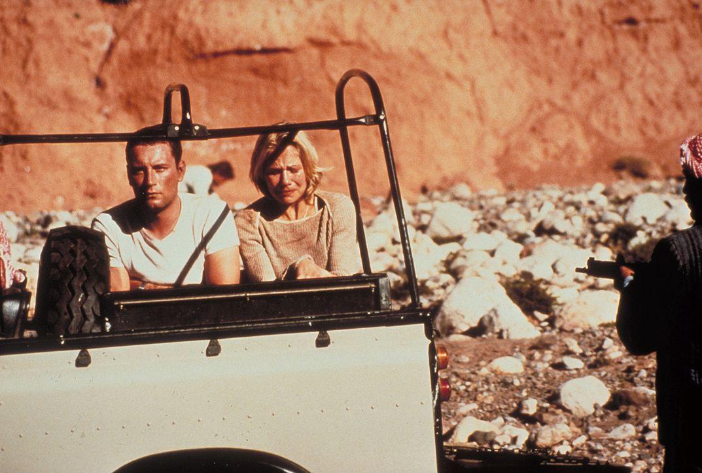Auf der Reise durch die jemenitische Wüste erkennt Jennifer (Claudine Wilde), dass ihr Freund Thomas (Heikko Deutschmann) ein ziemlicher Macho ist,... - Bildquelle: Heiko von Tippelskirch ProSieben