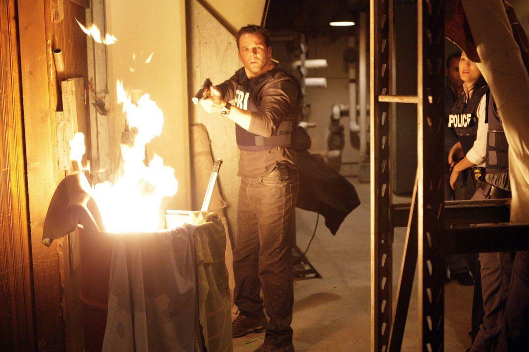 Ein Wettlauf mit der Zeit beginnt: Colby (Dylan Bruno, l.) und Alice Kim (Kelly Hu, r.) ... - Bildquelle: Paramount Network Television