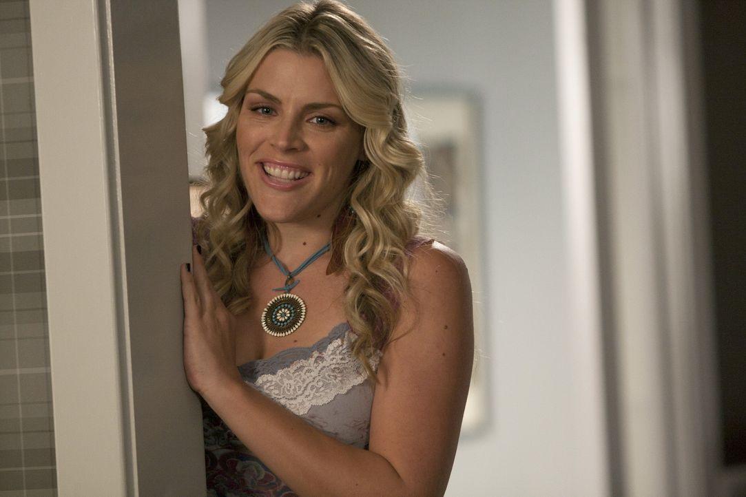 Hat gute Ratschläge für Jules: Laurie (Busy Philipps) ... - Bildquelle: 2010 ABC INC.