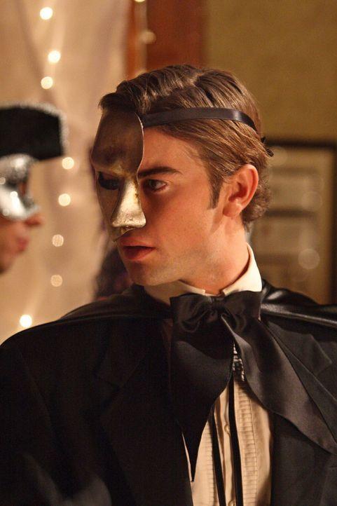 Aufgrund eines Kostümtausches erliegt Nate (Chace Crawford) einer fatalen Verwechslung mit Folgen ... - Bildquelle: Warner Brothers