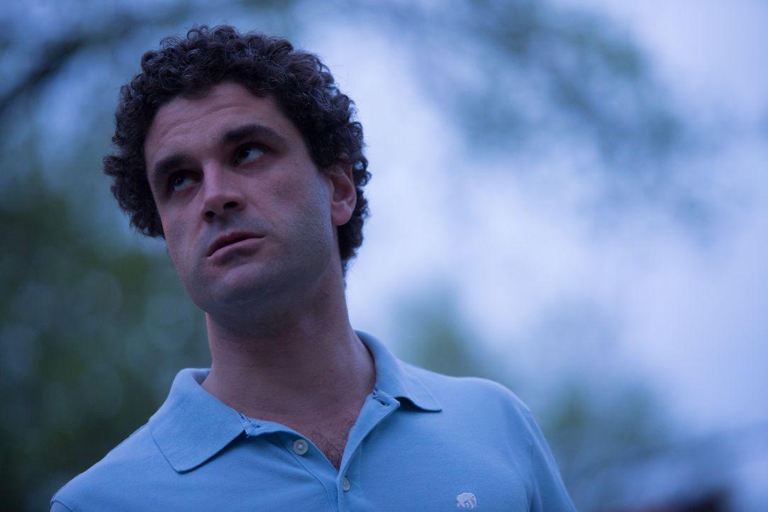 Als seine Ex-Freundin einen neuen Partner hat, dreht er vor Eifersucht durch und stattet ihr einen Besuch ab ... - Bildquelle: Darren Goldstein Cineflix 2014