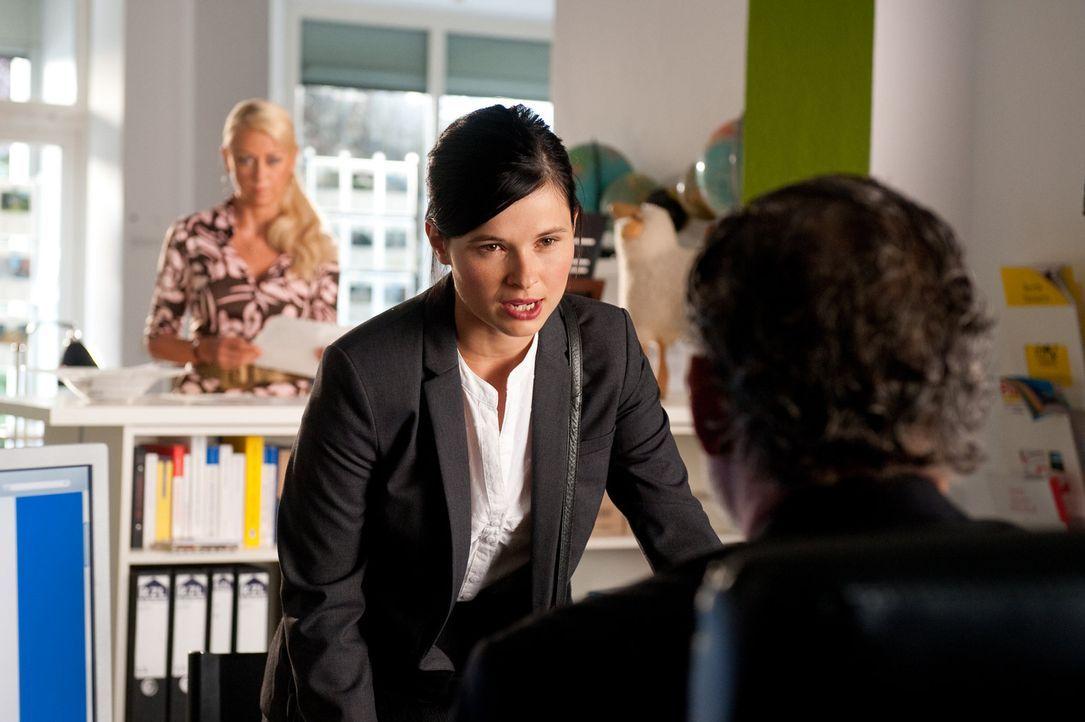 Dauerpraktikantin Charlie (Anna Fischer) braucht dringend einen Job, sonst platzt ihr Traum vom Leben in Berlin. Ihr neuer Chef, ein Luxusimmobilien... - Bildquelle: Maria Krumwiede SAT.1