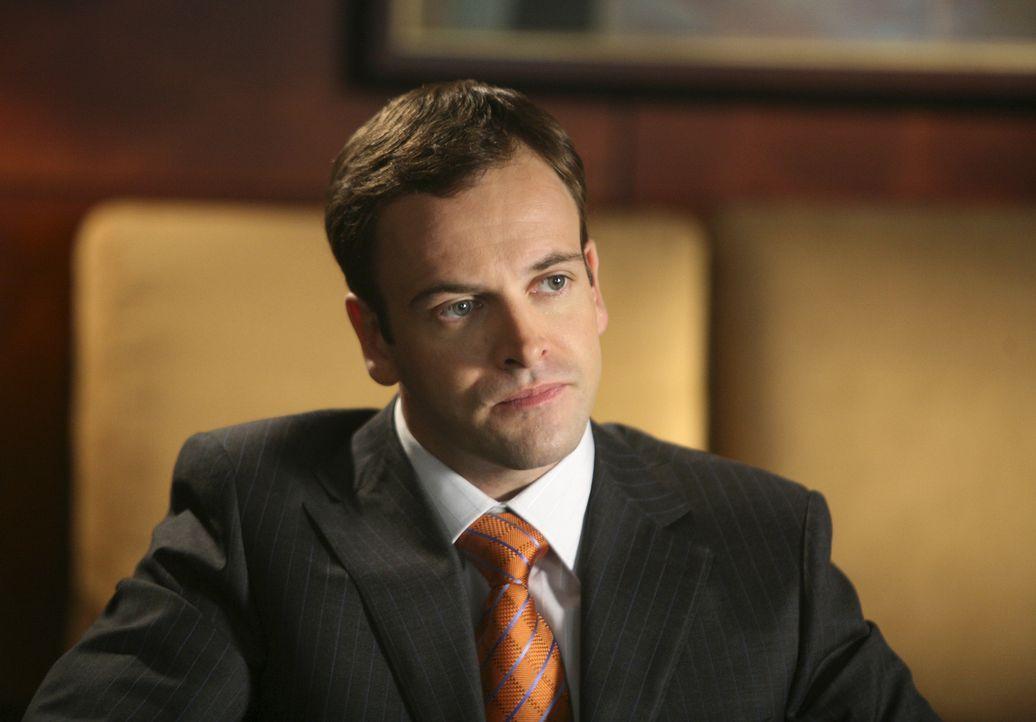Als er mitten im Gerichtssall zu singen anfängt, ist das Entsetzen groß: Eli (Jonny Lee Miller) ... - Bildquelle: Disney - ABC International Television