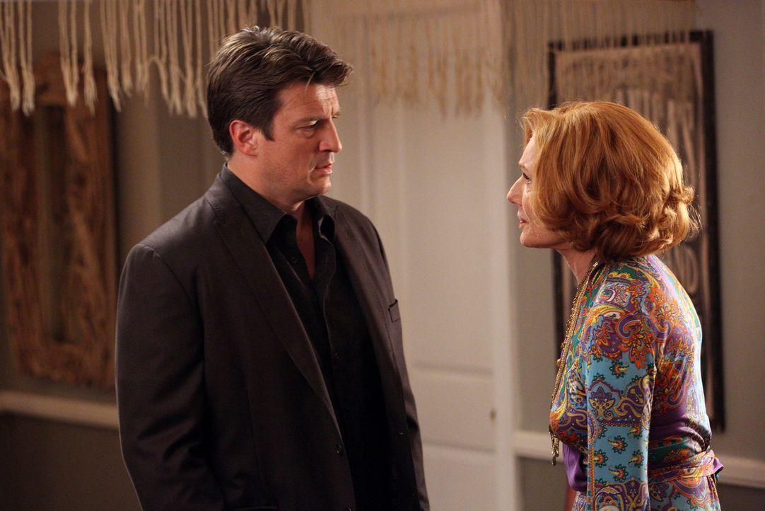 Für die Wohnung seiner Tochter hat Castle (Nathan Fillion, l.) nur negative Kommentare übrig. Martha (Susan Sullivan, r.) erinnert ihren Sohn an des... - Bildquelle: ABC Studios