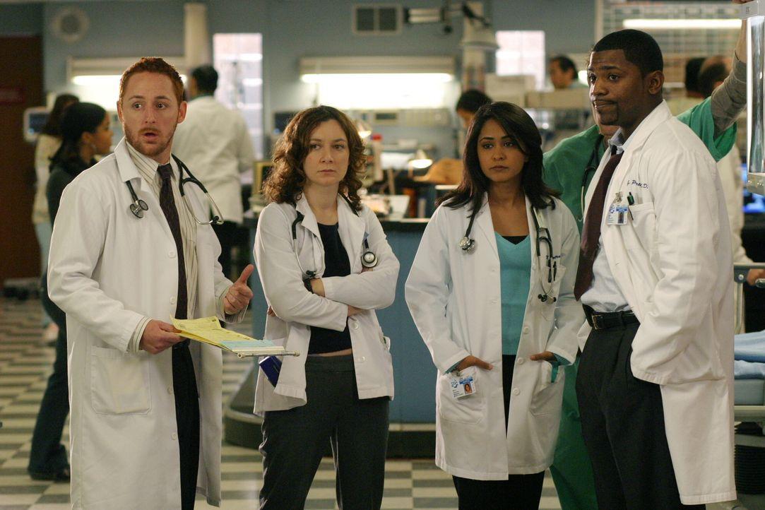 Tag für Tag kämpfen Morris (Scott Grimes, l.), Jane (Sara Gilbert, 2.v.l.), Neela (Parminder Nagra, 2.v.r.) und Pratt (Mekhi Phifer, r.) um Leben un... - Bildquelle: WARNER BROS