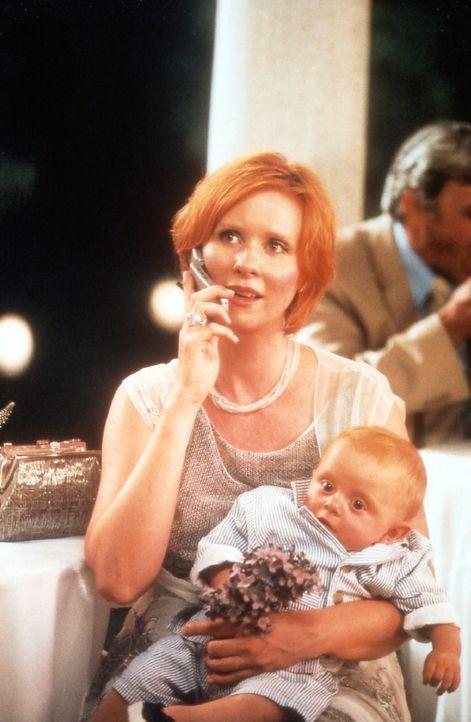 Nach und nach gelingt es Miranda (Cynthia Nixon), ihrem neuen Leben mit Sohn Brady und seinem Vater einen gewissen Reiz abzugewinnen ... - Bildquelle: Paramount Pictures
