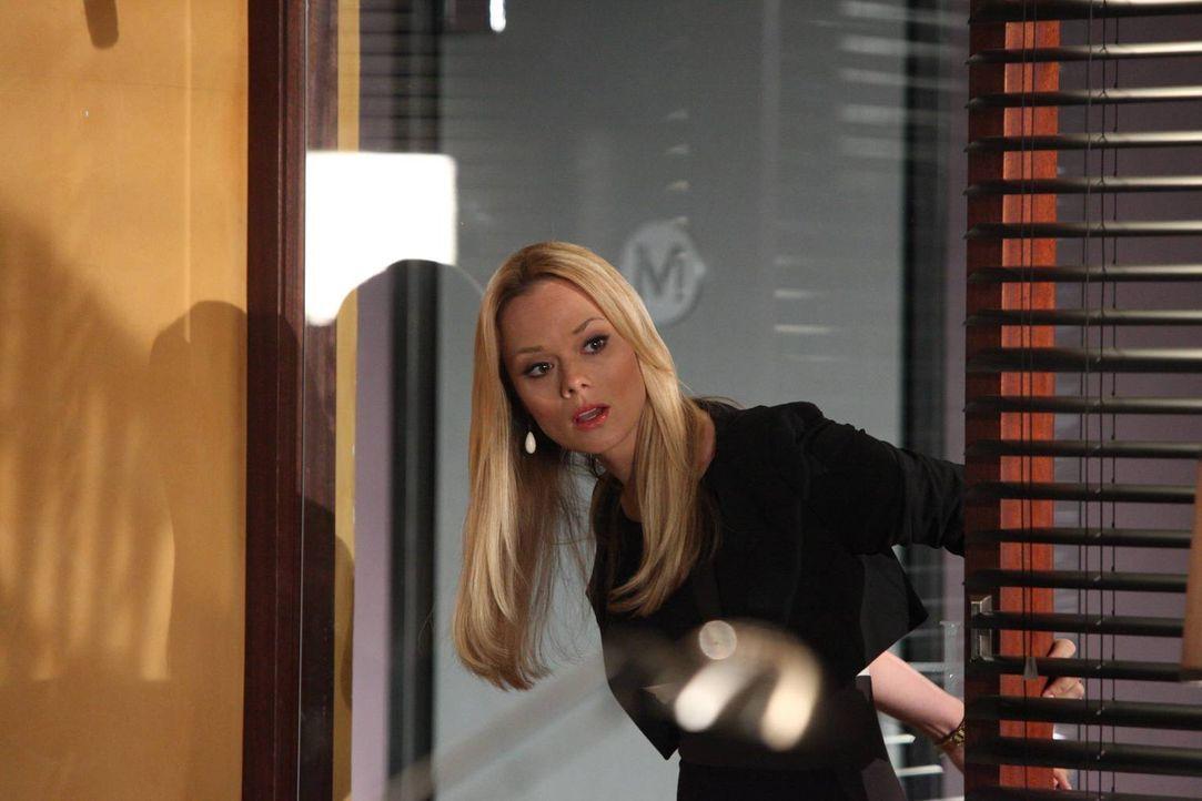 Der aktuelle Fall stinkt zum Himmel! Kim (Kate Levering) geht der Sache auf den Grund ... - Bildquelle: 2012 Sony Pictures Television Inc. All Rights Reserved.