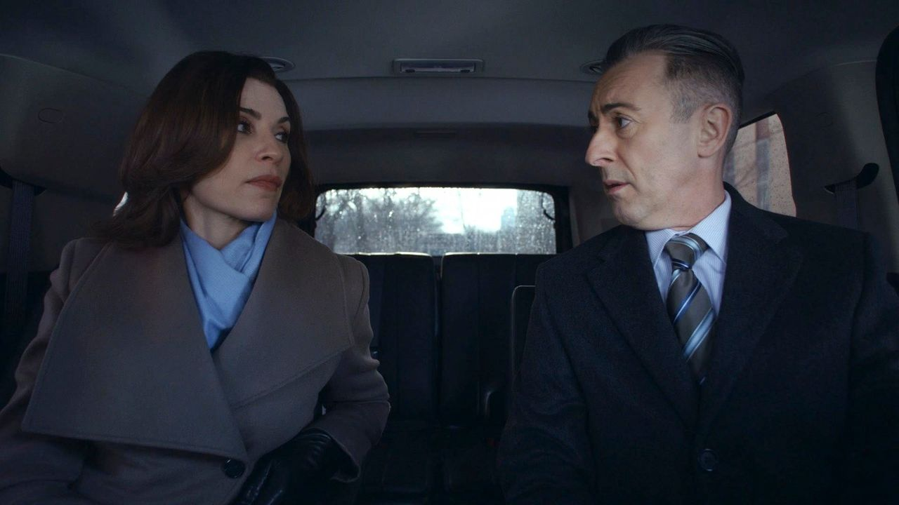 Krisengespräch: Alicia (Julianna Margulies, l.) und Eli (Alan Cumming, r.) ... - Bildquelle: 2014 CBS Broadcasting, Inc. All Rights Reserved