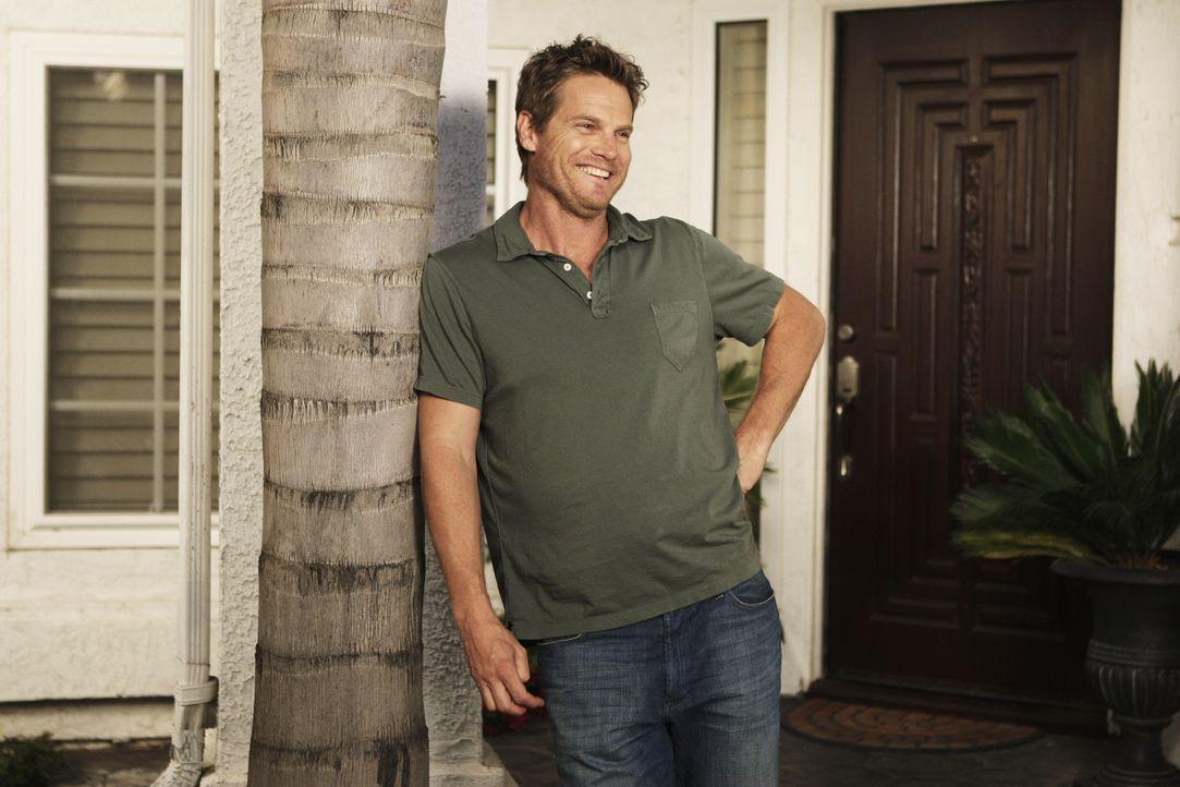 Der etwas prolige Bobby (Brian Van Holt) macht es seinem Sohn Travis und seiner Ex-Frau Jules nicht immer leicht ... - Bildquelle: 2009 ABC INC.