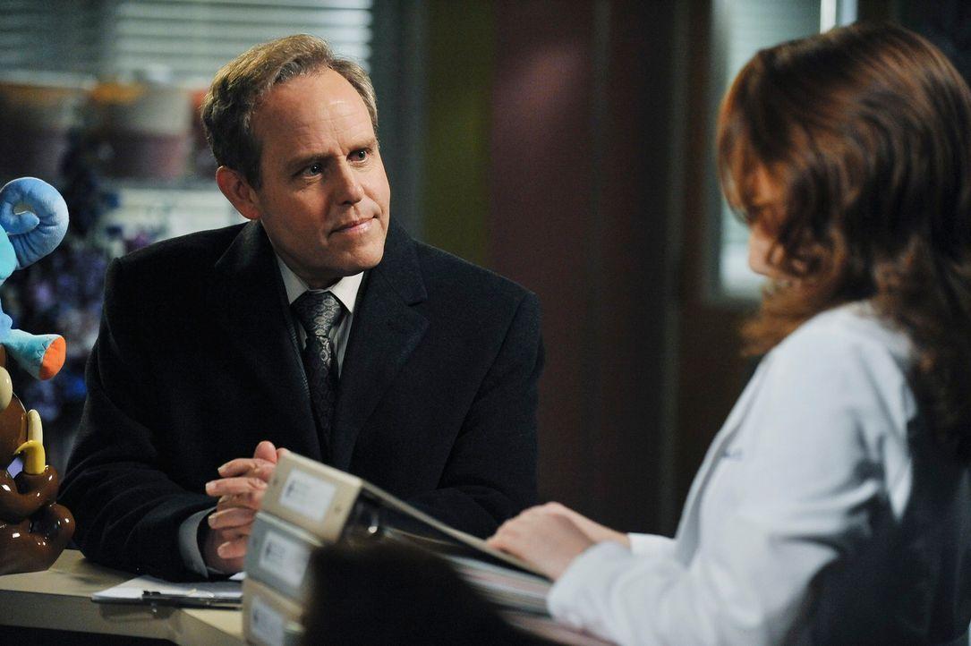 Während sich Meredith zwischen ihrer Fruchtbarkeitsbehandlung und ihrem Augenlicht entscheiden muss, entdeckt April (Sarah Drew, r.), dass mehr an D... - Bildquelle: ABC Studios