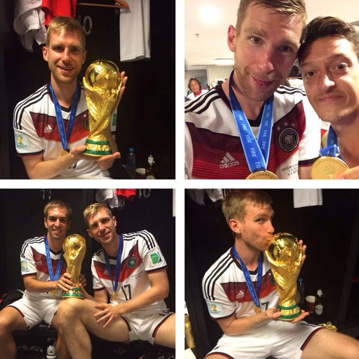 Die schönsten Selfies des WM-Sieges: Mertesacker mit Pokal  - Bildquelle: Instagram