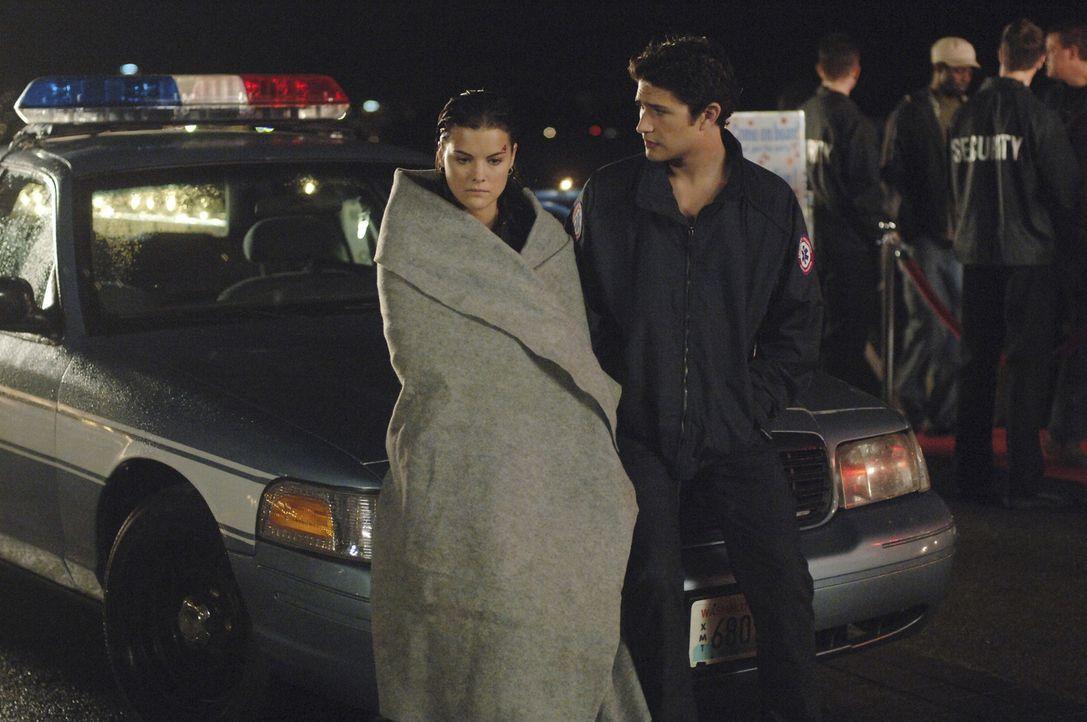Kyle (Matt Dallas, r.) rettet seine Seelenverwandte und bemerkt, dass es sich um Jesse (Jaimie Alexander, l.) handelt ... - Bildquelle: TOUCHSTONE TELEVISION