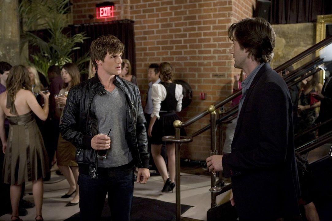Noch haben Ryan (Ryan Eggold, r.) und Liam (Matt Lanter, l.) eine gute Lehrer-Schüler-Beziehung ... - Bildquelle: TM &   CBS Studios Inc. All Rights Reserved