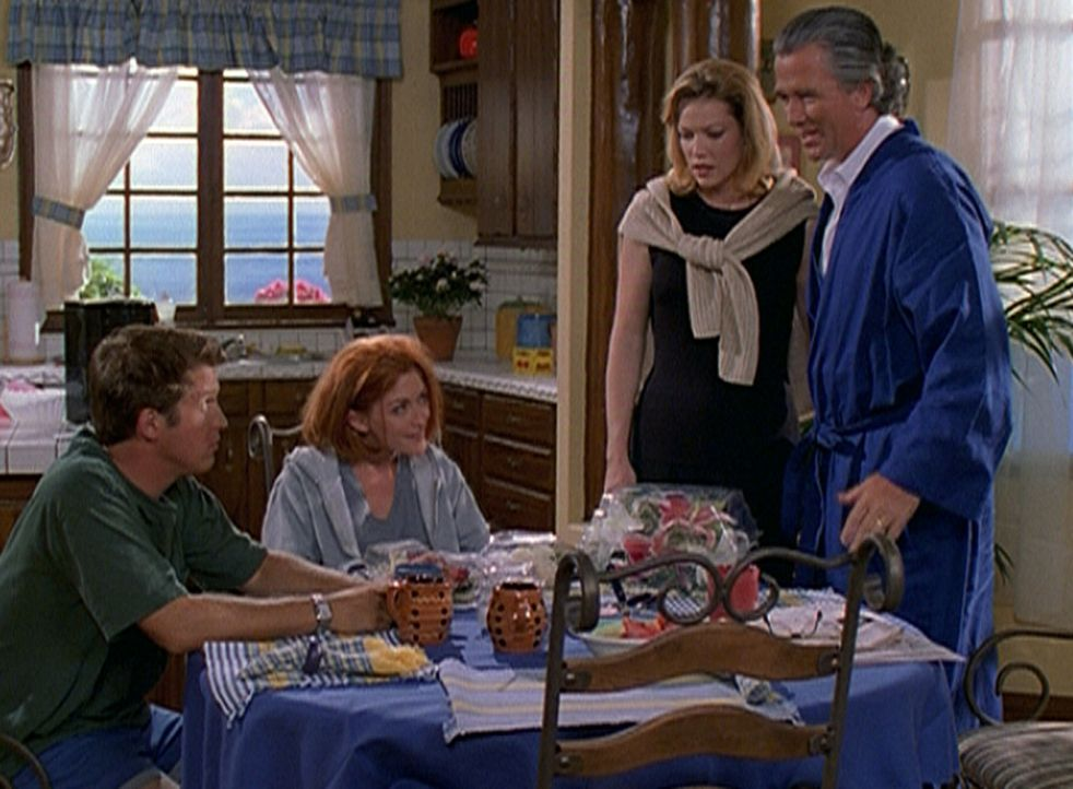 Phillip (David Sheinkopf, l.), seine Verlobte Cindy (Staci Keanan, 2.v.l.), Cindys Stiefmutter Denise und ihr Vater Wayne (Patrick Duffy, r.) sind s... - Bildquelle: Viacom