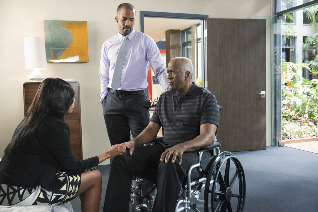 Ahnt Kenneth (Willie C. Carpenter, r.), dass Didi (Tiffany Hines, l.) und Reggie (Reggie Austin, M.) ein Bündnis eingegangen sind, das nicht nur zu... - Bildquelle: 2014 ABC Studios