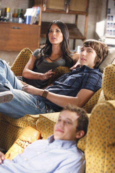 Rusty (Jacob Zachar, vorne) bemerkt schnell, dass Cappie (Scott Michael Foster, M.) keine feste Beziehung mit Lana (Olivia Munn, l.) möchte ... - Bildquelle: 2009 DISNEY ENTERPRISES, INC. All rights reserved. NO ARCHIVING. NO RESALE.