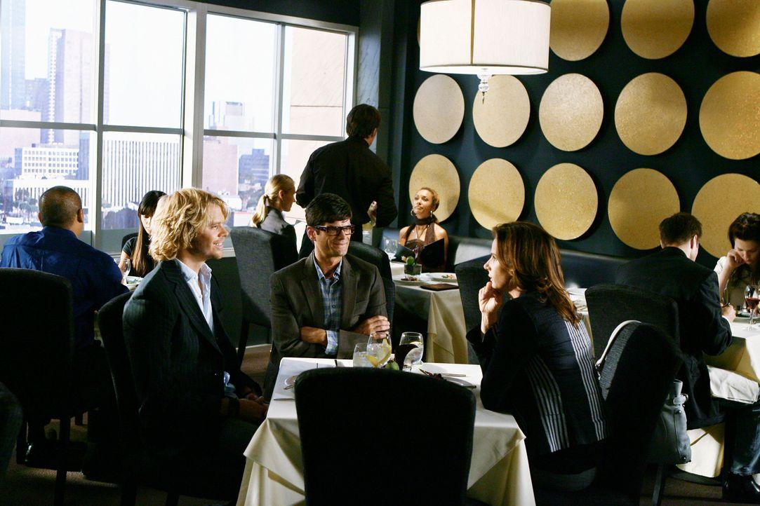Kyle DeWitt (Eric Christian Olsen, l.) und Ethan Travis (Will McCormack, M.) bieten Sarah (Rachel Griffiths, r.) tolle Arbeitskonditionen. Wird sie... - Bildquelle: 2008 ABC INC.