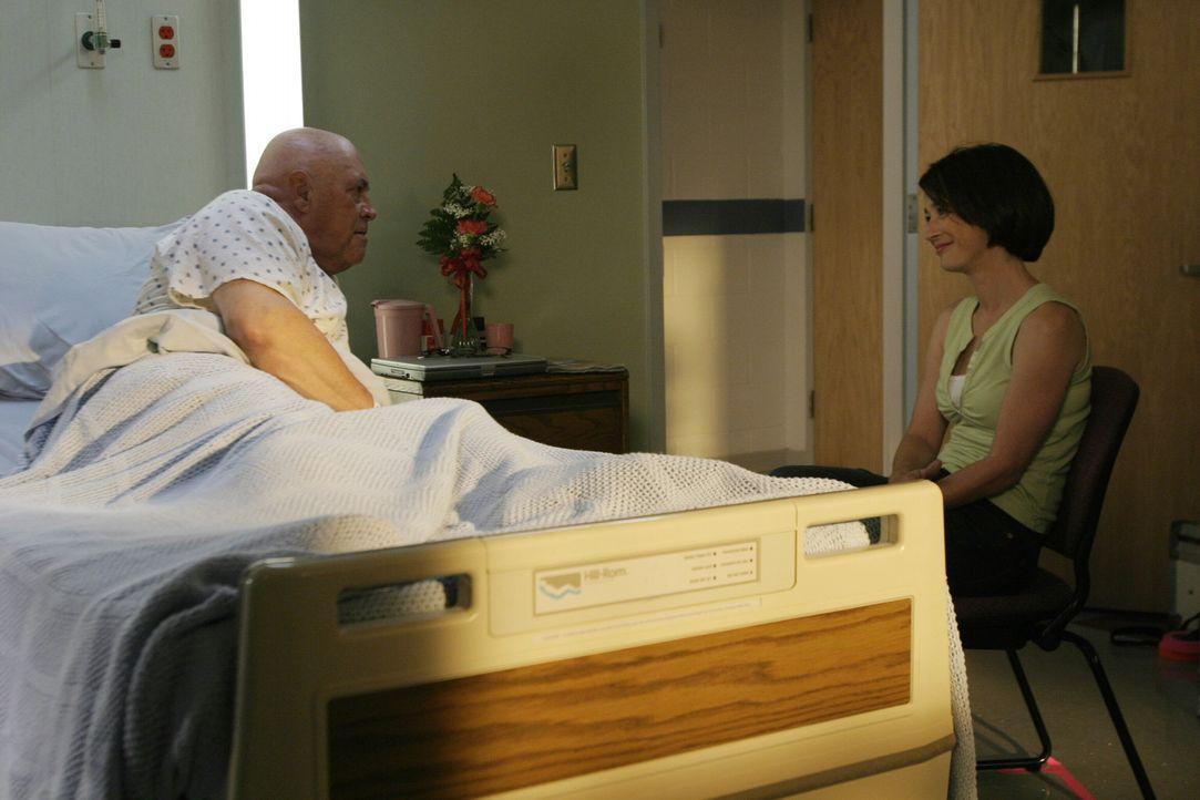 Coach Whitey (Barry Corbin, l.) erhält schlechte Nachrichten: Der Tumor drückt auf sein Gehirn. Karen (Moira Kelly, r.) ist äußerst besorgt ... - Bildquelle: Warner Bros. Pictures