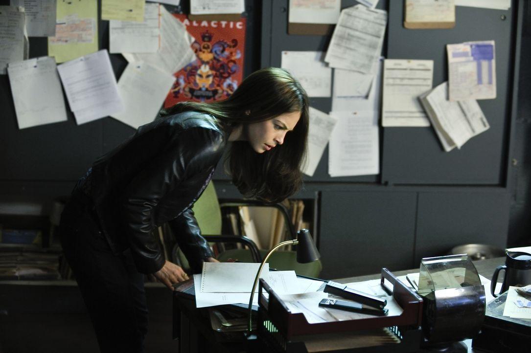 Als ein Richter in einer Tiefgarage mehrmals von einem Auto überfahren wird, ermittelt Catherine (Kristin Kreuk) um den Täter zu finden. Dabei bekom... - Bildquelle: 2012 The CW Network, LLC. All rights reserved.