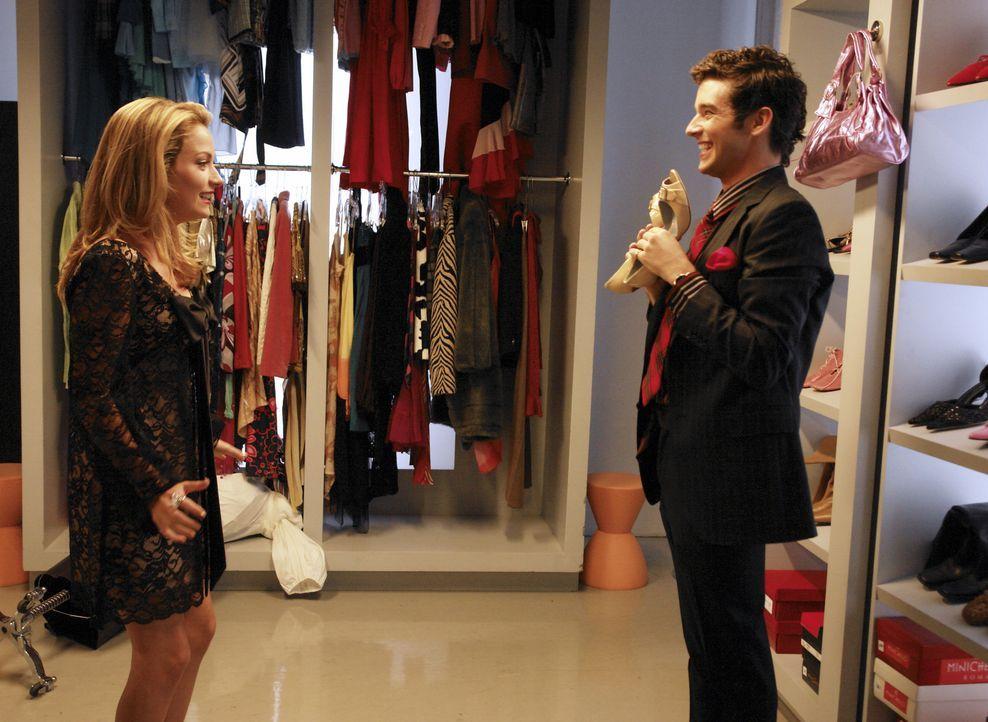 Entdecken zufällig Feys ehemaliges Liebesverlies: Marc (Michael Urie, r.) und Amanda (Becki Newton, l.) ... - Bildquelle: Buena Vista International Television