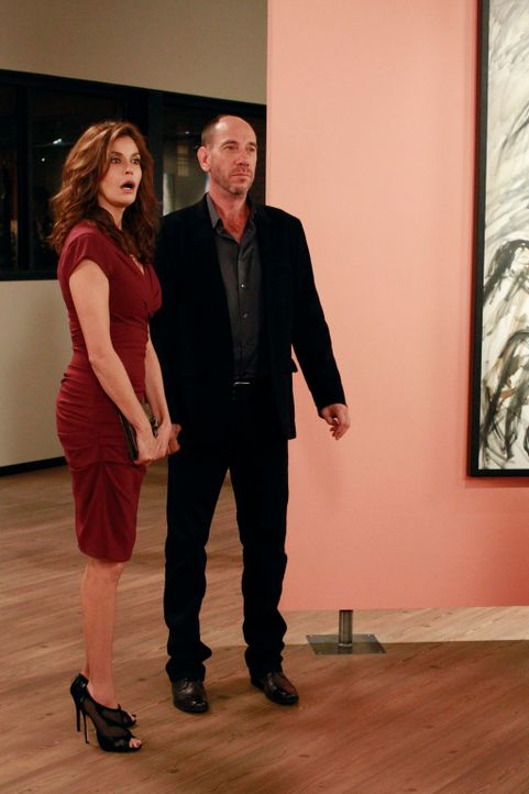 Nachdem Susan (Teri Hatcher, l.) den Mord von Alejandro als Inspiration für ihre Kunstprojekte benutzte, versucht sie nun zu verhindern, dass das Bi... - Bildquelle: ABC Studios