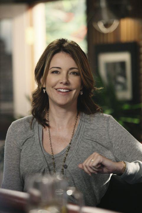Tom denkt aufgrund eines Missverständnisses, dass Ellies (Christa Miller) Sohn tot ist. Da er deswegen sehr zuvorkommend ist, für alle den Rasen m... - Bildquelle: 2010 ABC INC.