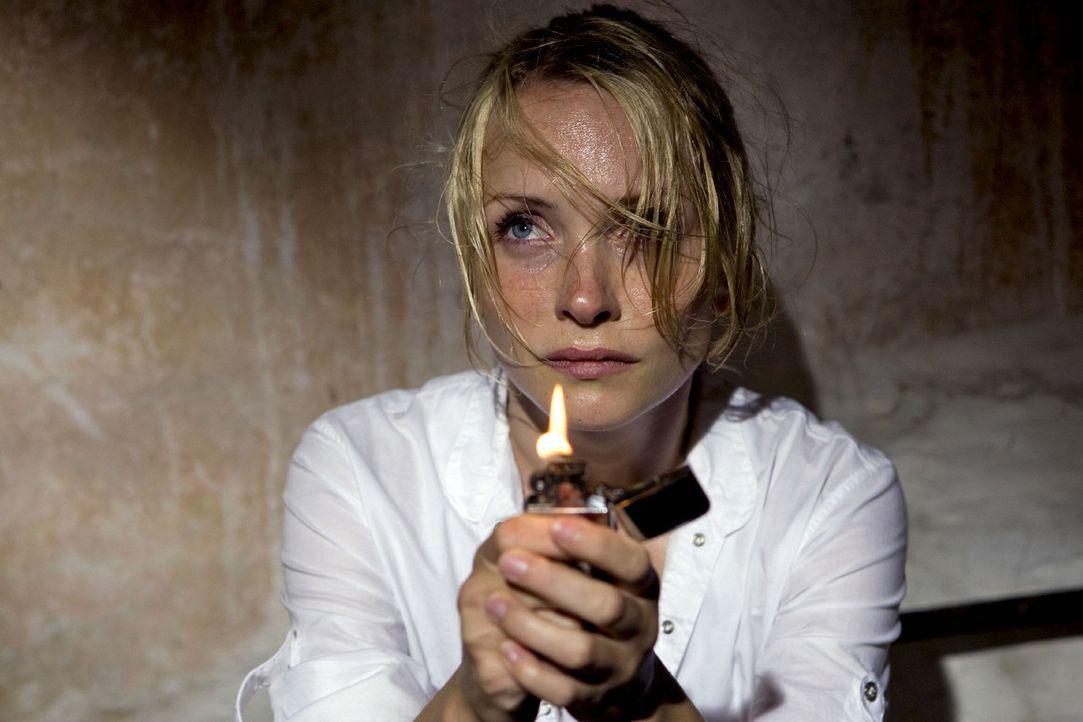 In der Mühle ihres Vaters macht Karla (Janin Reinhardt) eine unheimliche Entdeckung. - Bildquelle: Olaf R. Benold Sat.1