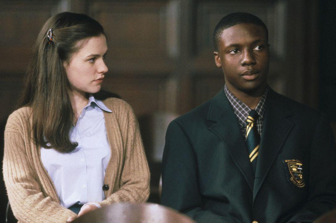 Der erfolgsverwöhnte Jamal (Rob Brown, r.) und die attraktiven Claire (Anna Paquin, l.) fühlen sich zueinander hingezogen. Doch dann begeht der ju... - Bildquelle: Columbia Pictures
