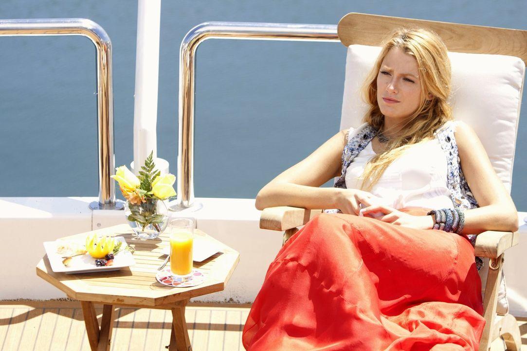 Serena (Blake Lively) geht in ihrem neuen Job in Hollywood auf. Sie entschließt sich, ihren Chef durch ein Geschenk zu beeindrucken, doch der Versuc... - Bildquelle: Warner Bros. Television