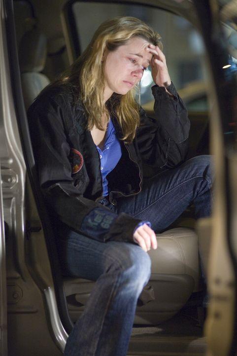 Sam (Linda Cardellini) hat ihrem Sohn nicht die Wahrheit über seinen Vater gesagt und macht sich deshalb noch größere Vorwürfe ... - Bildquelle: Warner Bros. Television