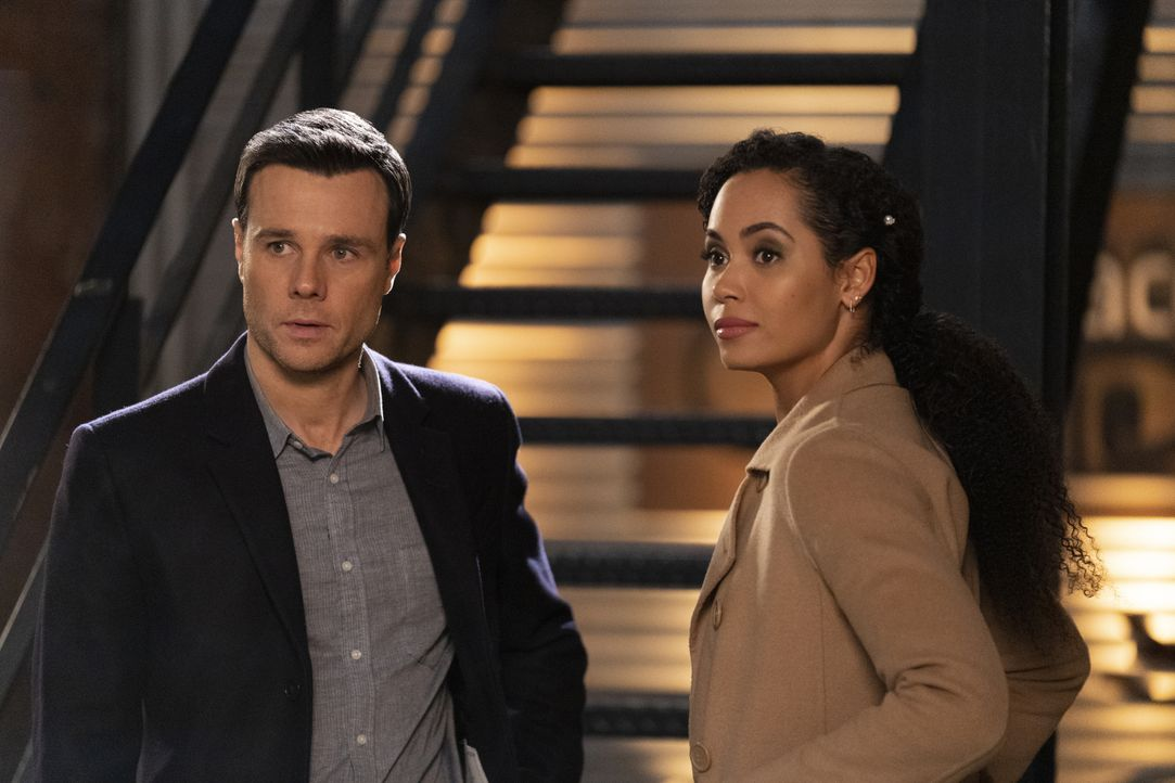 Harry Greenwood (Rupert Evans, l.); Macy Vaughn (Madeleine Mantock, r.) - Bildquelle: Michael Courtney 2019 The CW Network, LLC. All Rights Reserved. / Michael Courtney